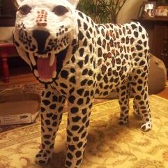 Lifelike pipe cleaner leopard