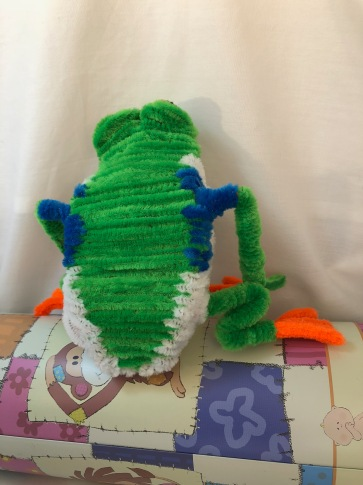 pipe cleaner tree frog back 2