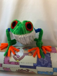 pipe cleaner tree frog front 3