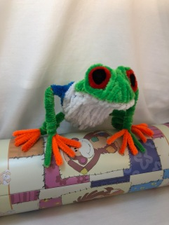 pipe cleaner tree frog front