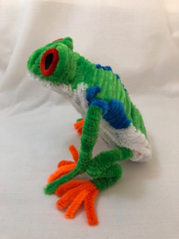 pipe cleaner tree frog side view