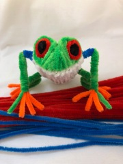 pipe cleaner tree frog sitting 2