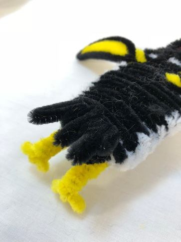 pipe cleaner penguin tail feathers
