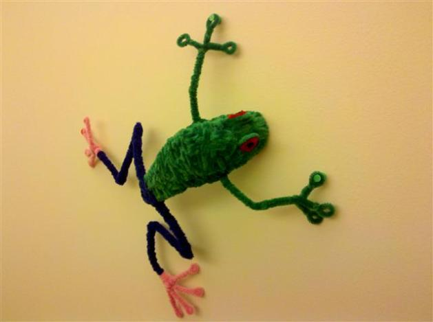 Pipe cleaner tree frog
